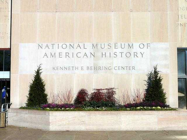 Smithsonian_National_Museum_of_American_History-Washington-DC-52a880043d57467ba104126314361995_c