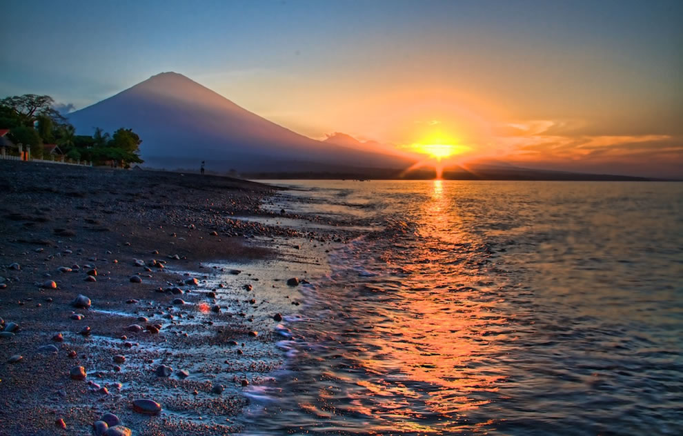 sunset-with-mount-agung-in-amed-bali-indonesia-the-19th-highest-point-on-islands-worldwide