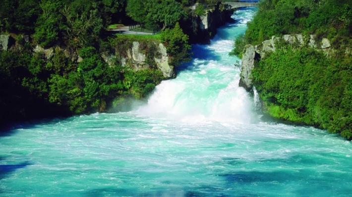 huka-falls-taupo_gallerylarge-cfusxa
